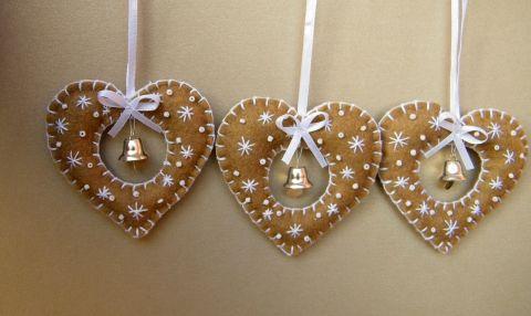 Felt Christmas Ornament. Filc szív karácsonyfadísz kiscsengővel, Dekoráció, Karácsonyi, adventi apróságok, Karácsonyi dekoráció, Karácsonyfadísz, Meska
