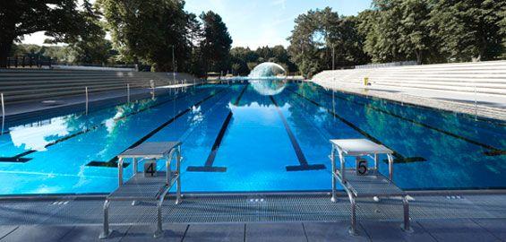Mitten im Sportpark Müngersdorf befindet sich das Stadionbad. Während viele Jahre überwiegend Sportschwimmer im 50-m-Becken des Freibades ihre Bahnen zogen, bietet das Bad in unmittelbarer Nachbarschaft des RheinEnergieStadions jetzt im neuen Hallenbad ganzjähriges Badevergnügen. Sportbegeisterte können nun wetterunabhängig schwimmen oder sich bei Kursen wie Aquatic-Fitness und Wassergymnastik fit halten.  25-m-Sportbecken Lehrschwimmbecken mit Hubboden Kinderplanschbecken Parkplätze…