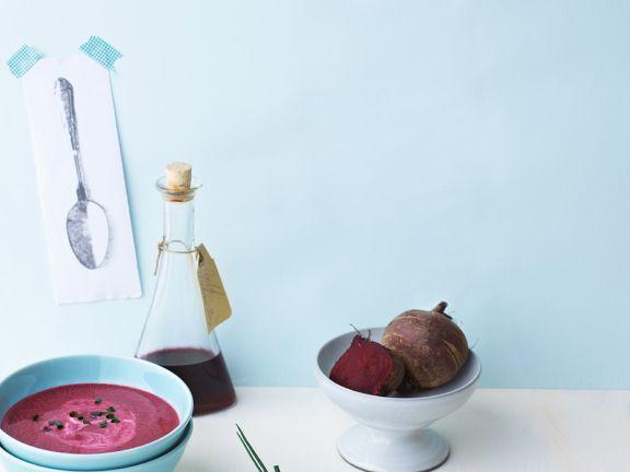 Rote-Rüben-Suppe mit Saurer Sahne ist ein Rezept mit frischen Zutaten aus der Kategorie Gemüsesuppe. Probieren Sie dieses und weitere Rezepte von EAT SMARTER!