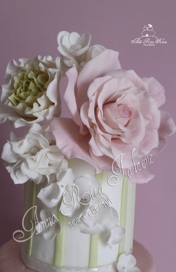 Peonie, rose e ortensie in gum paste..wedding cake