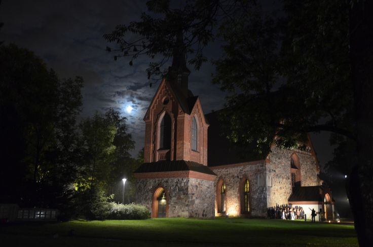 """Hääyö 2013 / """"Wedding night"""" at Pyhän Laurin kirkko, fb: haayovantaalla. Tilaisuus, joka järjestetään joka syksy. Kihlapari voi tulla paikalle ilman ennakkoilmoittautumista, mutta tarvittavien papereiden kanssa ja varata ajan samalle illalle vihkimistä varten. Kuva: Maarit Rousku-Wauters"""