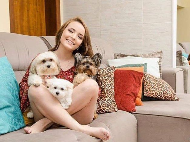 É apaixonada por seus animais de estimação...