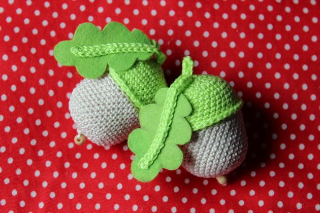 FREE Acorns Crochet Pattern and Tutorial
