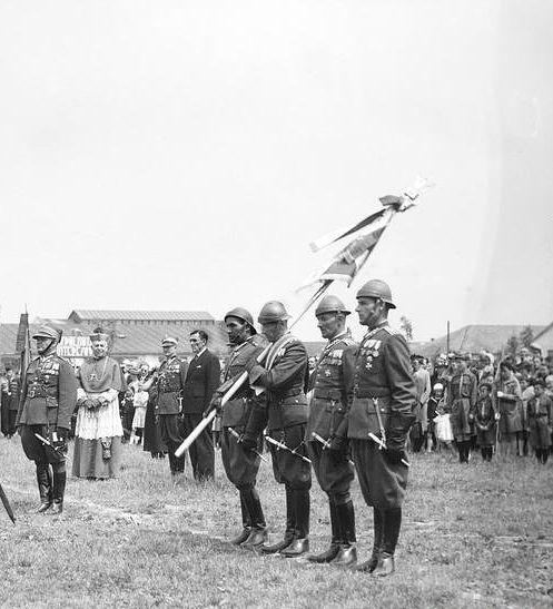 5 Batalion Pancerny. Poczet sztandarowy batalionu.