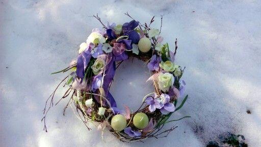 Jarní věnec se svíčkami