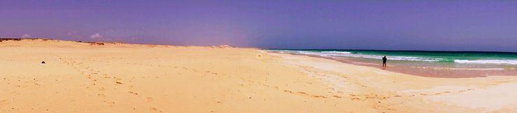 Wenn das kein breiter #Traumstrand ist, dann kann ich auch nichts mehr empfehlen. #PraiadeChaves am #Karamboa lang, weiter am Royal #Decameron und dann am #Iberostar vorbei. Dort findet man dann diesen Strand...viel Spaß beim Strandwandern und relaxen in der schönen warmen Sonne von Boa Vista. Sonnenschutz und etwas zum trinken nicht vergessen, Kamera auch und gute Laune hat man sowieso.... www.BoaVistianer.de