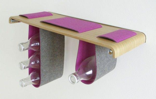 Boa Shelf boekenplank van hout en wollen vilt door Tuyo Design Studio