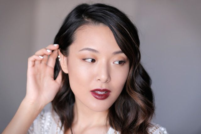 5 beauty videos full of makeup basics that you should know for your wedding day.