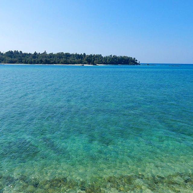【mitchannel_500】さんのInstagramをピンしています。 《. 決断することに焦らなくていい。 目的地まで急ぐ必要なんてない。 遠くから見るから綺麗な景色がある。 止まらないと見えない景色もあるから。 . #名護 #沖縄 #琉球 #離島 #オーシャンブルー #スカイブルー #珊瑚 #海 #sea #ocean #blue #sky #beach #surf #surfing  #nago #island #okinawa #japan #lifeisart #lifeisbeautful》