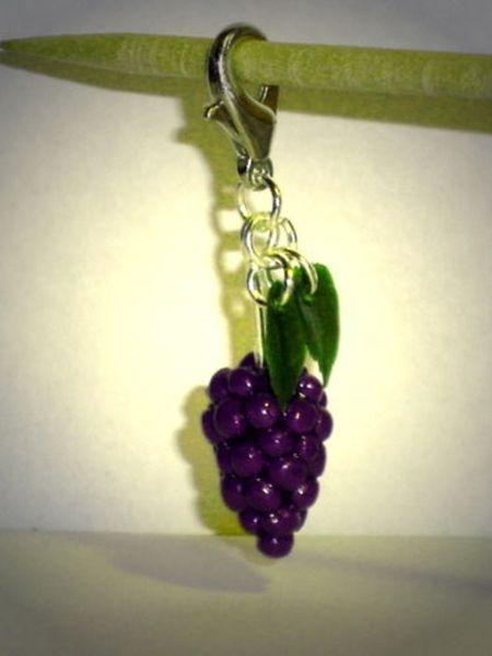 Charms - Charm Weintraube lila handgemacht aus Fimo - ein Designerstück von ausgefallene-Ohrringe bei DaWanda