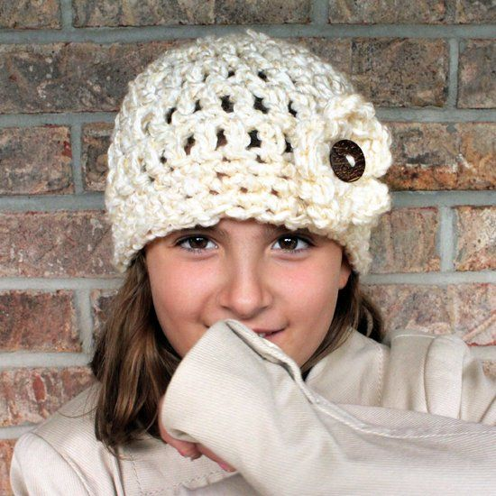 Get Ready for Fall with this Free Chunky Button Crochet Hat Pattern. Works up Quickly and is Great for Beginners!! ✿⊱╮Teresa Restegui http://www.pinterest.com/teretegui/✿⊱╮