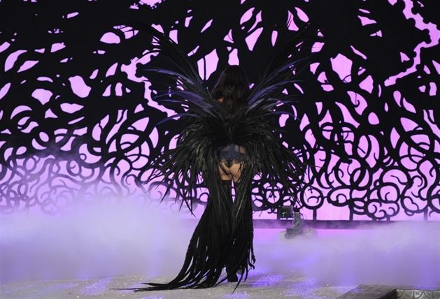 Adriana Lima na pokazie bielizny Victoria's Secret w Nowym Jorku, 9 listopada. Fot. TIMOTHY A. CLARY/AFP/EAST NEWS