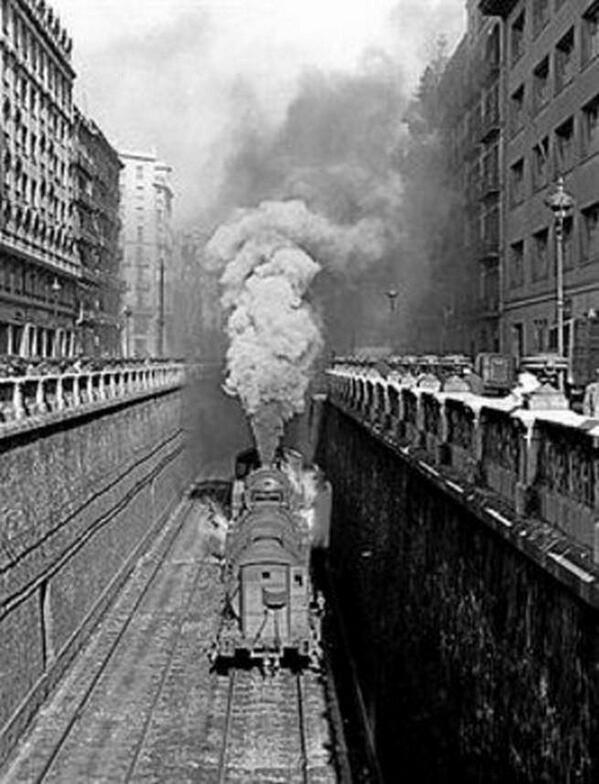 Carrer Aragó, anys 30. Barcelona, Catalonia