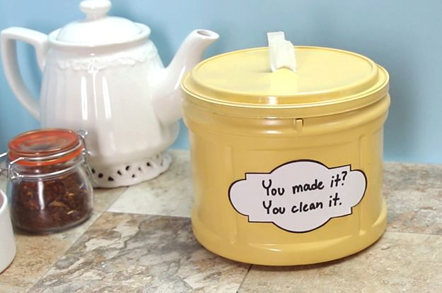 Fique longe de produtos químicos em sua casa fazendo seus próprios toalhetes de limpeza com #NiftyKitchen. | Here's How To Make Chemical-Free Cleaning Wipes For Your Home