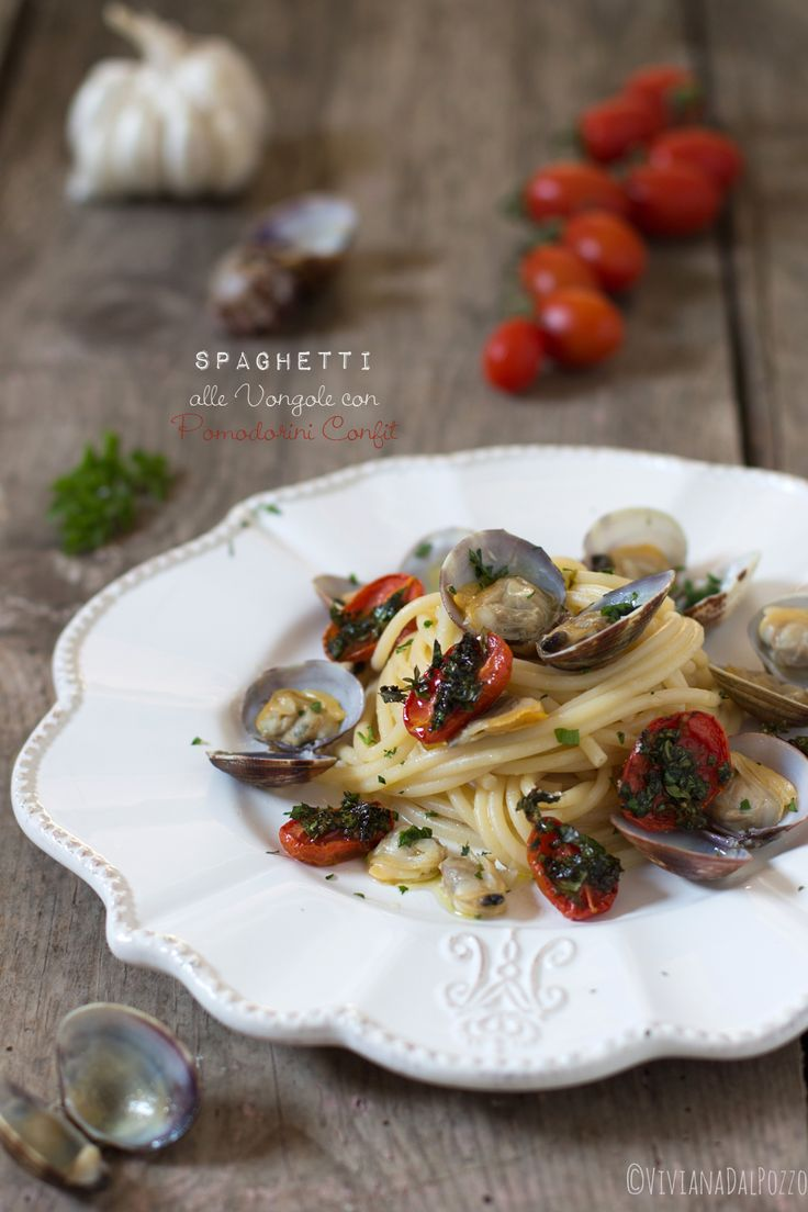 spaghetti con le vongole e pomodorini confit