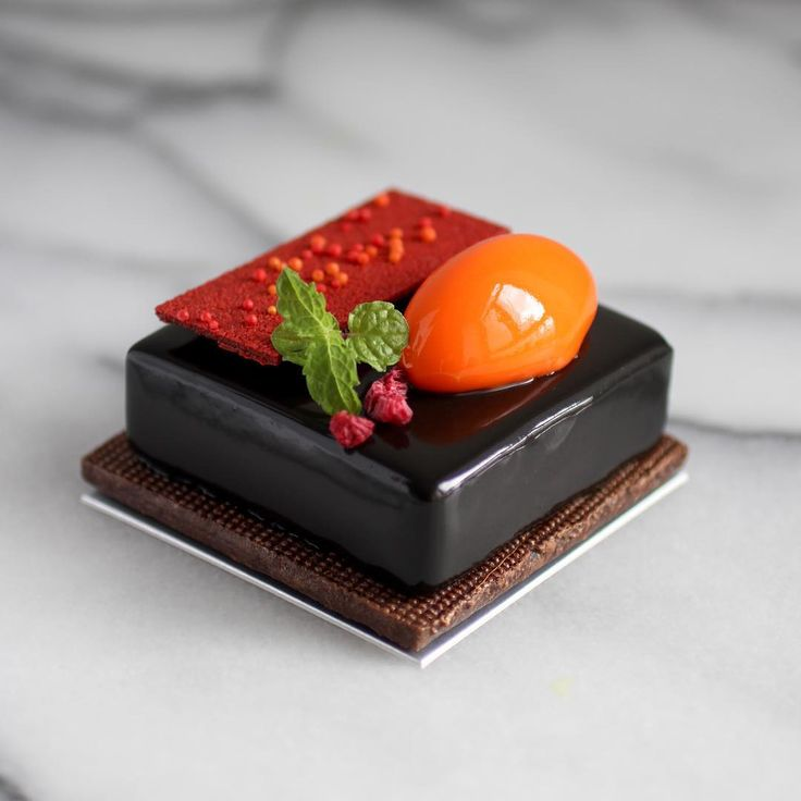 June 19 2017。Hong Kong。Dessert。Mandarin Orange & Dark Chocolate Cake This is my delicious Monday !!! #beautifulcuisines #simplisticfood #gastronogram #feedfeed #cuisine_captures #chefsroll #topcitybites #foodamology #eniyilerikesfet #aroii #gastroart #foodblogger #foodblog #nom #nomnom #vscofood #menwithcuisines #ケーキ #デザート #디저트 #相機食先 #chefsplateform #맛있는 #hkfoodie #breakfast #美味しい #foodart