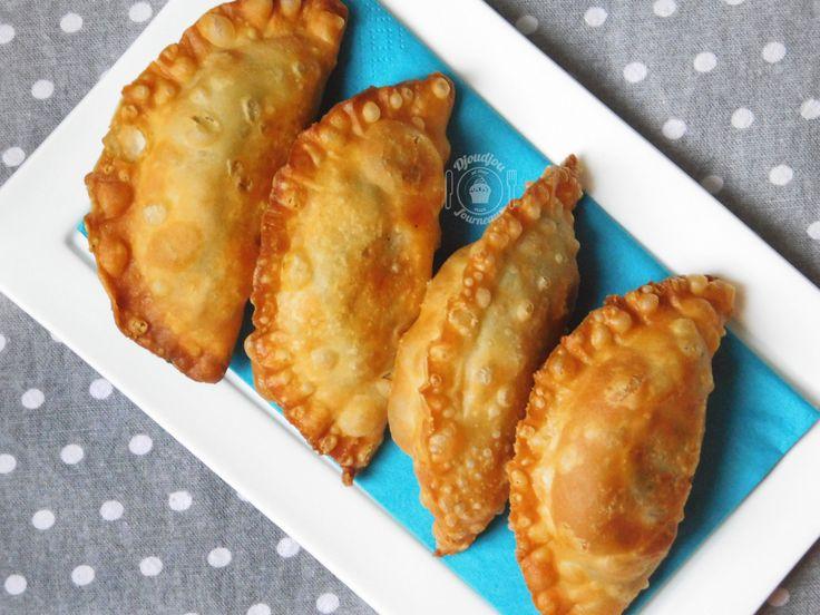 Bonsoir à tous :) Aujourd'hui, je vous poste la recette de mes Boureks à la pâte ou Bouraks laadjine «بوراك العجين». C'est vraiment un délice en bouche, a…