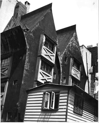 """Daytonian in Manhattan: The Quirky """"Twin Peaks"""" -- 102 Bedford Street"""