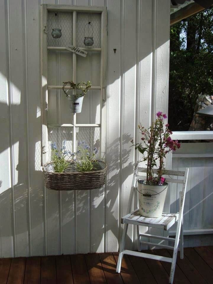 32 Fun And Inspiring Old Window Outdoor Decor Ideas To Make Your Yard Shine Outdoor Window Decor Rustic Wall Decor Window Decor