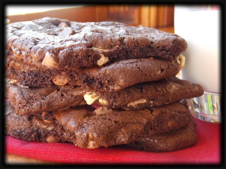 Ménage a trois cookies - three types of chocolate chips!