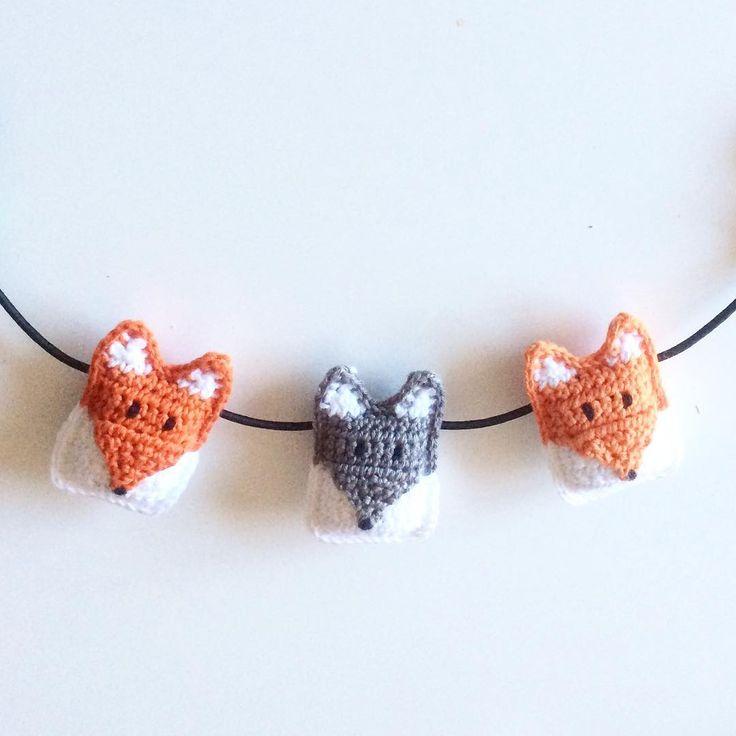 """Gefällt 204 Mal, 15 Kommentare - Emelie (@emlansemlanskreativa) auf Instagram: """"Filar på nya mönster med rävar och vargar✨  #virka #virkat #crochet #hækle #räv #varg #fox #wolf…"""""""