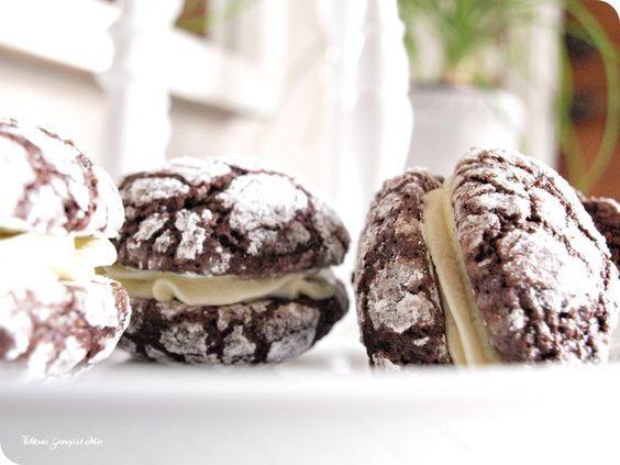 Smörkrämsfyllda chokladkakor på en söndag