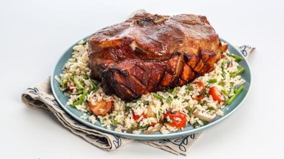 Свиная лопатка, запеченная целиком. Пошаговый рецепт с фото на Gastronom.ru