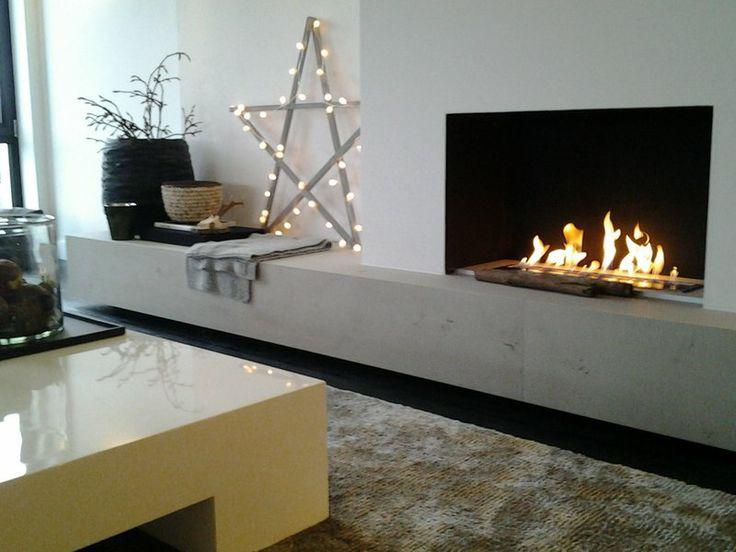 Voor het eerst kerstsfeer in ons nieuwe huis,open haard(bio ethanol) verbergt flatscreen.dmv schuifwand.