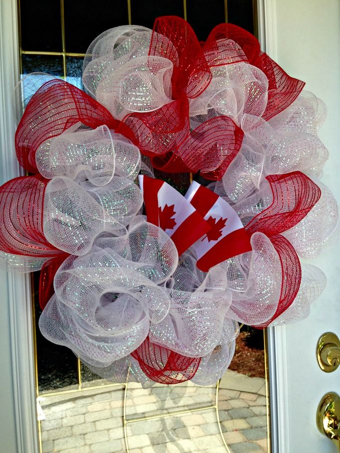 A Labour of Life: Canada Day Deco Wreath simple and easy Canada Day Wreath to make #canadaday #wreath