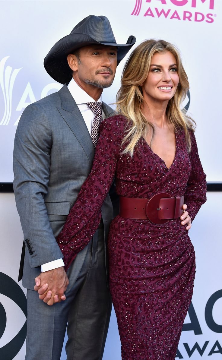 Faith Hill and Tim McGraw Slay Sultry 'Speak to a Girl' Performance at ACM Awards, End With a Steamy Kiss