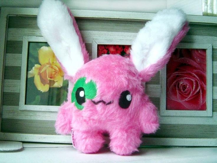 Kleiner Fluse Glücks Hase mit Kleeblatt,aus hochwertigem Kuschel -Plüsch in Pink. Augen aus Filz .Einzelstück!Unikat! Nach eigener Vorlage hergeste...