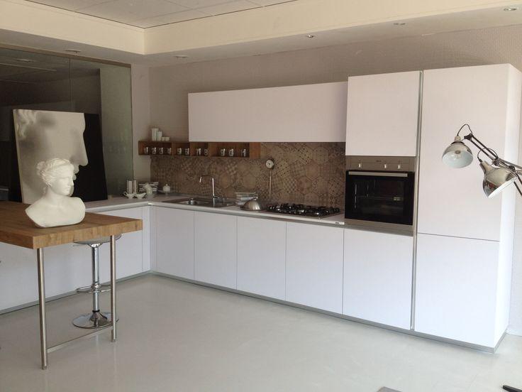Cucina one 80 ernestomeda con piastrelle effetto cementine - Rivestimento muro cucina ...