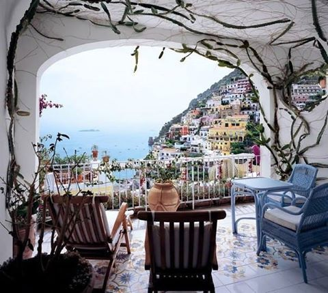 Вид из отеля Le Sirenuse Hotel, Позитано, Италия  #JoyTravelGroup #travel #путешествия