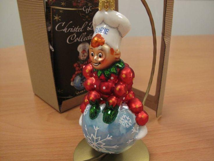 Flipje op een in Polen gemaakte glazen kerstbal. foto DG