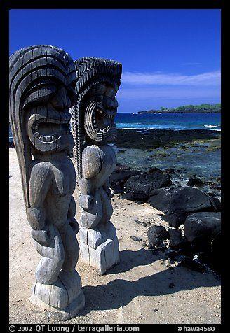 Statues of polynesian idols, Puuhonua o Honauau National Historical Park. Big Island, Hawaii