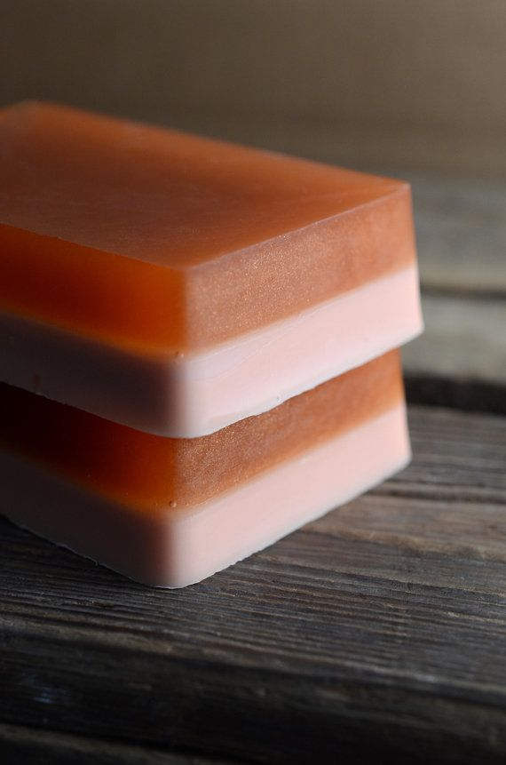This soap smells of warm vanilla and rich amber, with notes of coconut, cardamom, and sandalwood.
