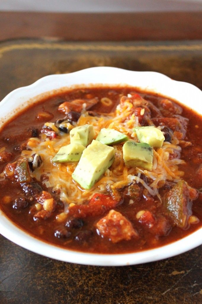 Skinny Crockpot Chicken Chili - A dump and go crockpot recipe that's hearty and packed with veggies!
