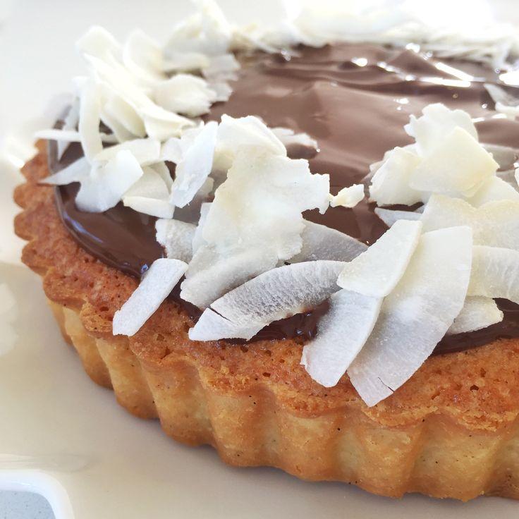I dag blev der serveret Bountykage for min veninde og kollega Anne au chocolat – eller det kalder jeg hende jo ikke – jeg kalder hende bare Anne Men hun skulle komme forbi til kaffe, babyhygge og en sludder om vores businesses (hun er lige blevet selvstændig på fuld tid). Det var smadder hyggeligt. Jeg må sige, …