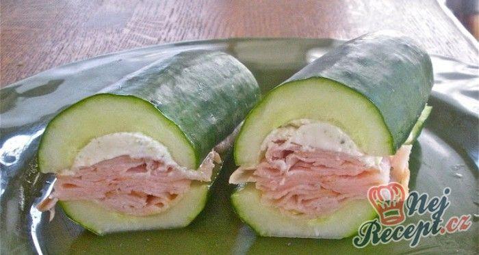 Chutné nízkosacharidové jídlo. Fitness sendvič z okurky bez pečiva. Ideální pro ty, kteří se vyhýbají pečivu.