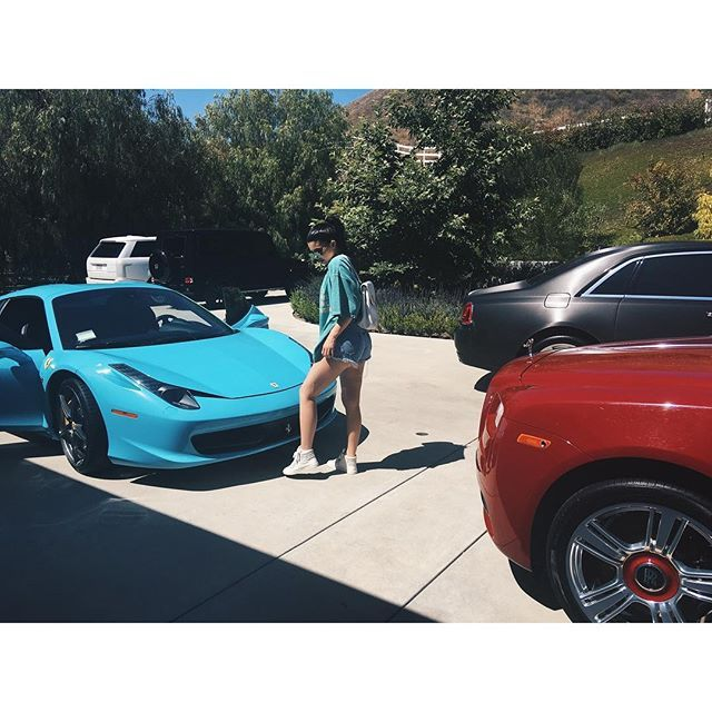 25 best ideas about kylie jenner car on pinterest kyle jenner kylie kardashian and kylie. Black Bedroom Furniture Sets. Home Design Ideas