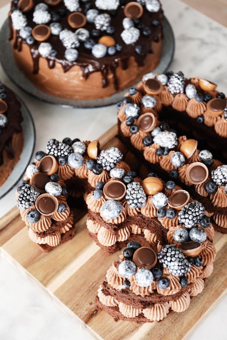 Gestern, als ich gestern auf Instagram viel Liebe fand, nachdem ich ein Bild von diesem Number Cake und den beiden Kuchenkuchen gepostet hatte, das ich zum Glück für Lukas Grahams 30. Geburtstag backen durfte.