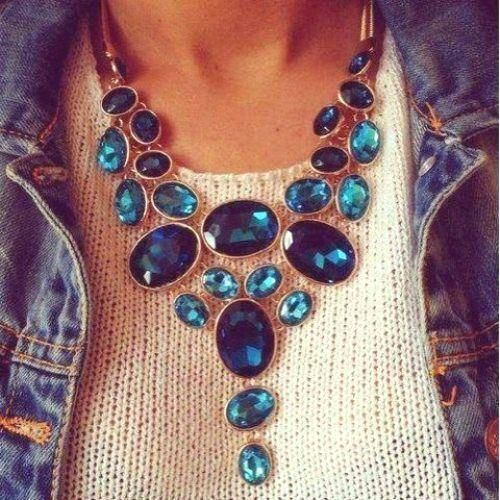 How to Layer Necklaces like a Pro How to wear statement necklaces http://www.justtrendygirls.com/how-to-wear-statement-necklaces/