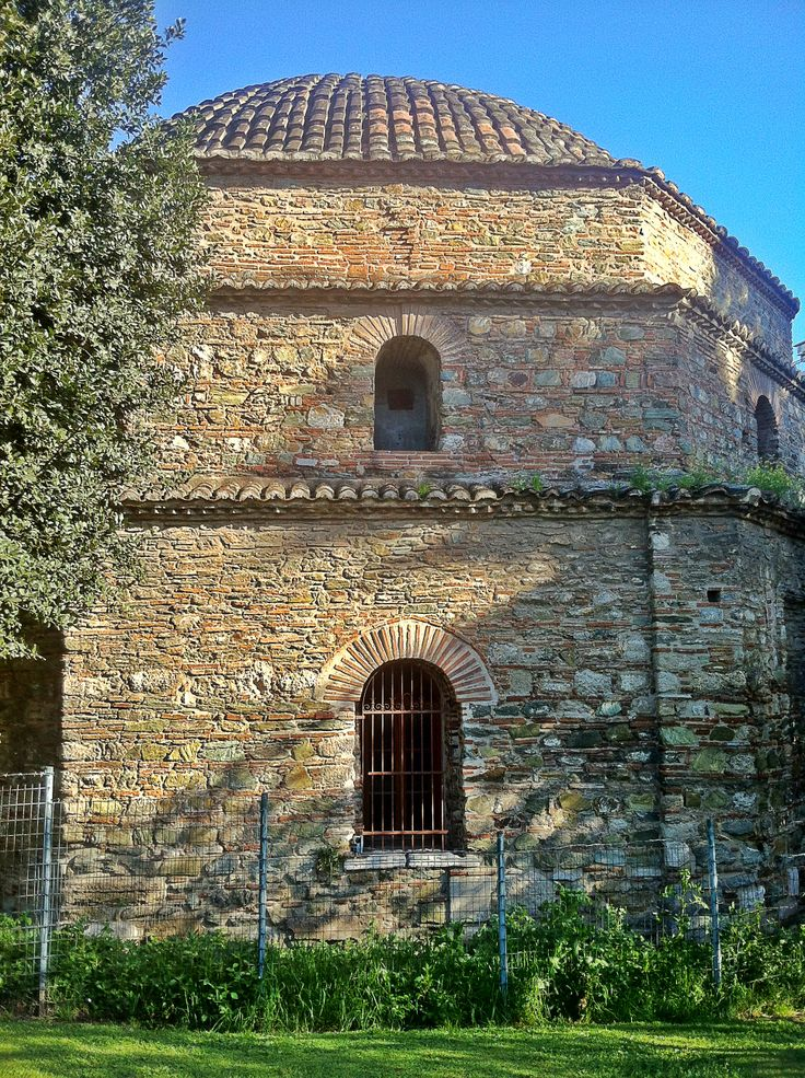 Bey Hamam is the oldest Ottoman period bathhouse of Thessaloniki and was built by the conqueror of the city Sultan Murad II. (Walking Thessaloniki - Route 03, St Sofia)