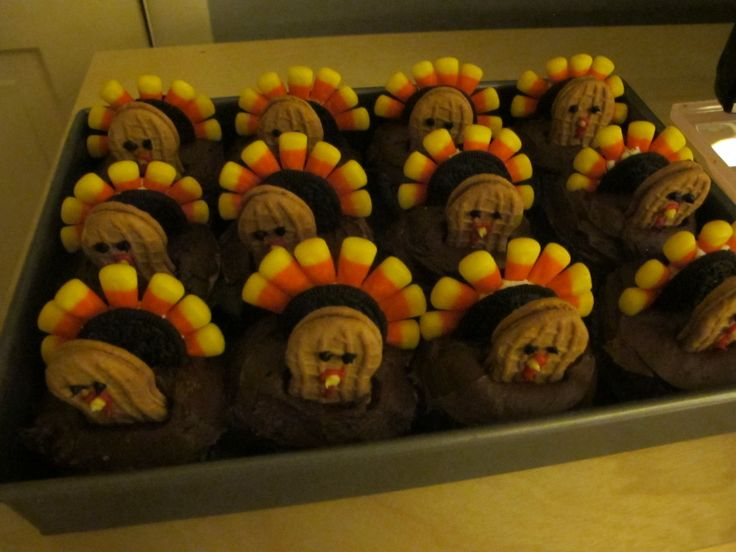 Adorable turkey cupcakes (instructions in the blog)