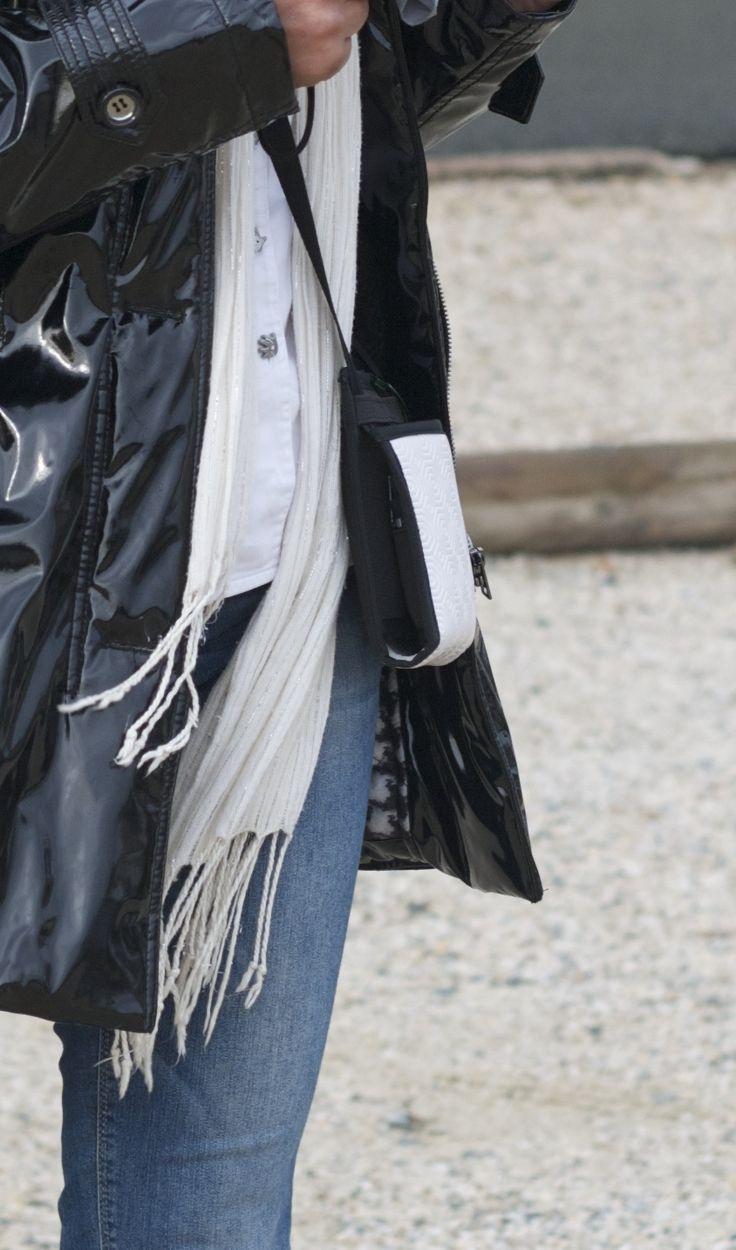~ Ti Sac Bulgomme ~ Un petit sac original en bulgomme, l'idéal compagnon pour vos dépalcements - A small and original light-weight cross-body bag, ideal when travelling. #sac #bags #audacity #madeinFrance #travel #pochette  More > https://www.tisac.shop