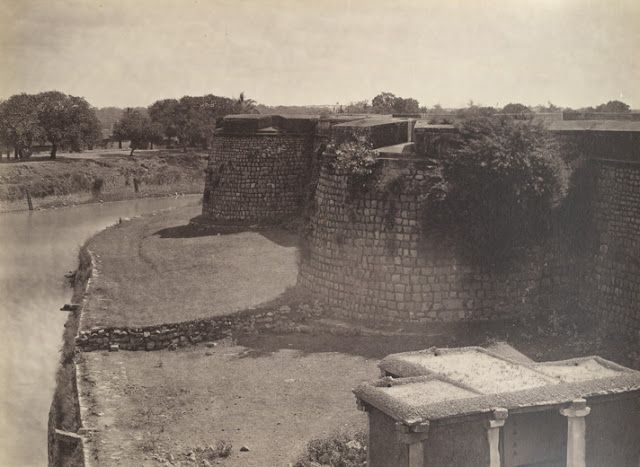 Bangalore Fort: Side-view of Bangalore Fort in 1960's