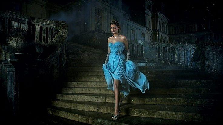 El zapatito es la varita mágica que conjura confianza,belleza y amor. -Christian Louboutin