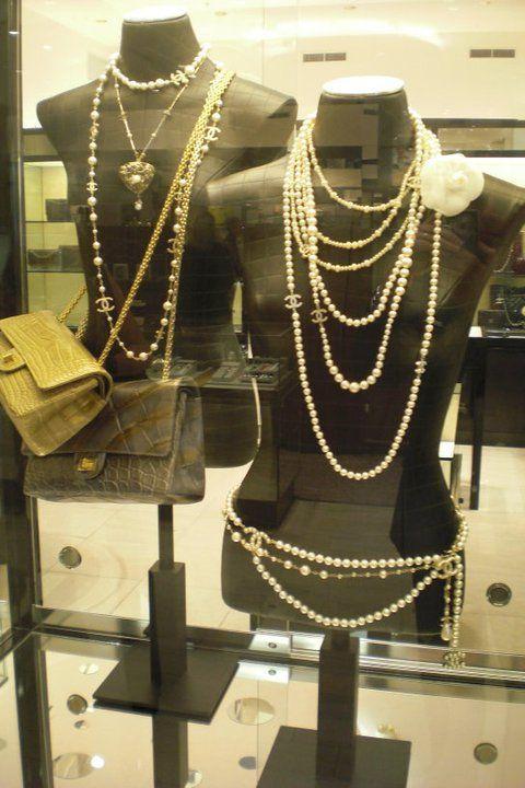 designer vintage jewellery http://www.ussedabbussed.com/