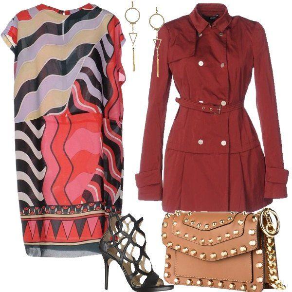 Un abito leggero a fantasia geometrica da riscaldare con un trench in tonalità vivace, scarpe con effetto rete, borsa in tonalità neutra con borchie color oro ed infine orecchini pendenti per completare la proposta.