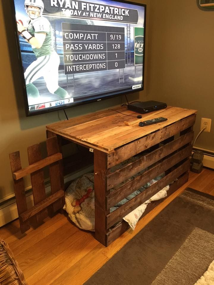 I was in need of a table in the den after putting my tv on the wall and removing my old 90's entertainment center. I also wanted to free up the space used by my dogs crate in the room. So I combined the two with my first pallet project.